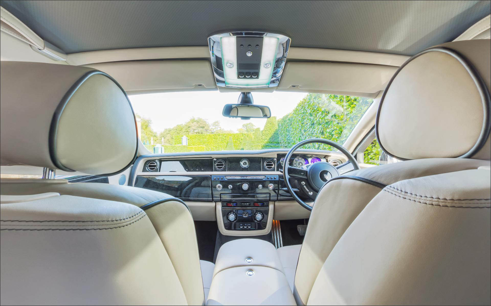 360 inside Rolls Royce Phantom car